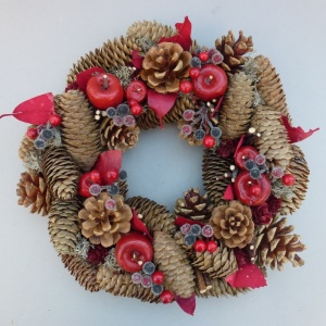 Christmas Wreath with Pine Cones Berries Apples  small