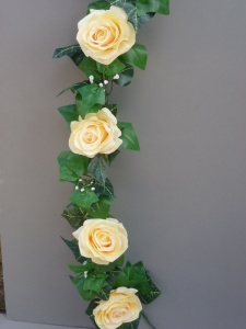 Garland with artificial light yellow roses