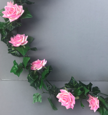 Garland with pink diamond roses