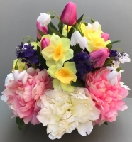 Cemetery pot with peonies and dafodils