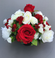 Cemetery pot with white carnations