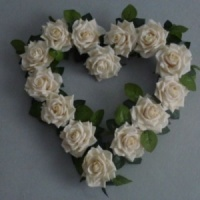 Wreath with artificial ivory roses