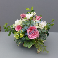 Centerpiece for wedding table with artificial cream & vintage pink roses